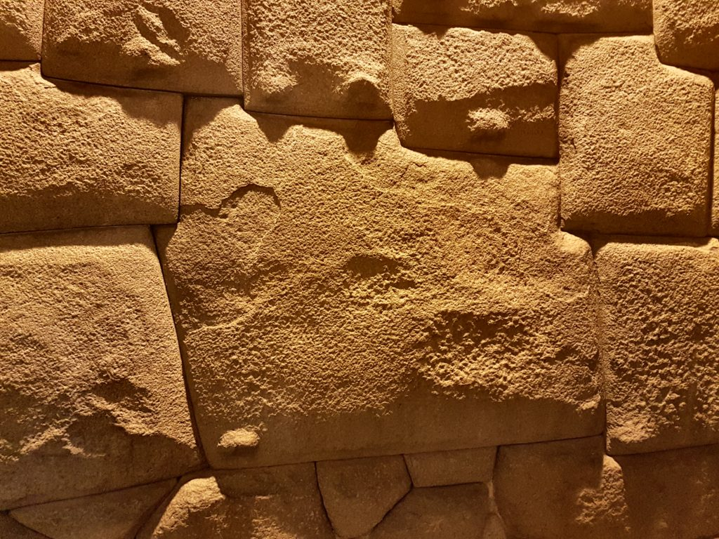pierre inca aux 12 angles