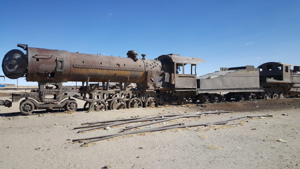 salar uyuni locomotives abandonnées