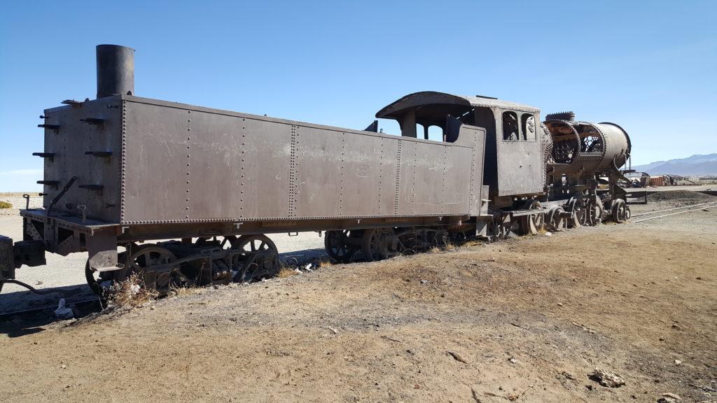 salar uyuni locomotive