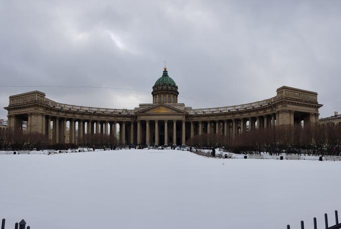 cathédrale notre-dame-de-kazan saint pétersbourg enneigée