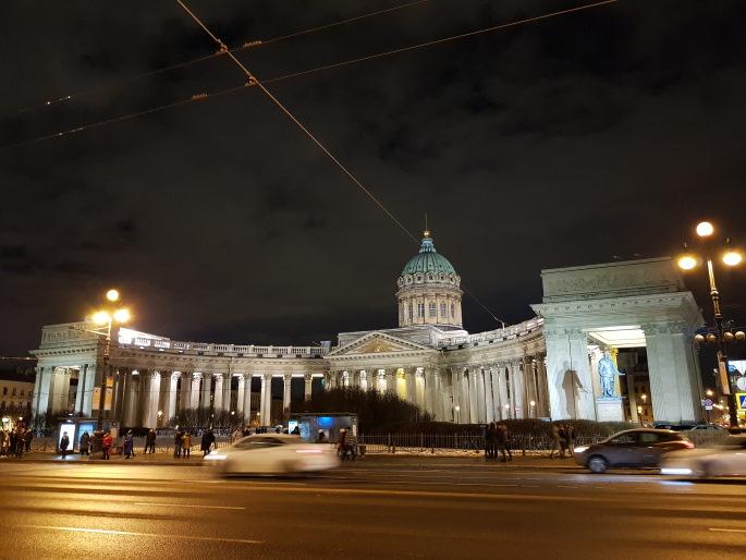 Notre-Dame-de-Kazan saint petersbourg de nuit