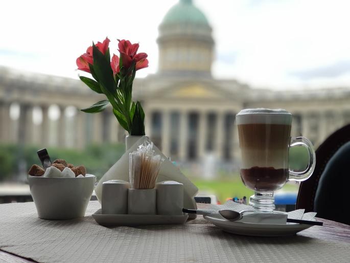 café vue Notre-Dame-de-Kazan Saint pétersbourg