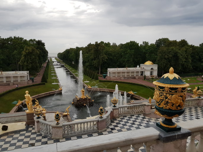 grand canal peterhof